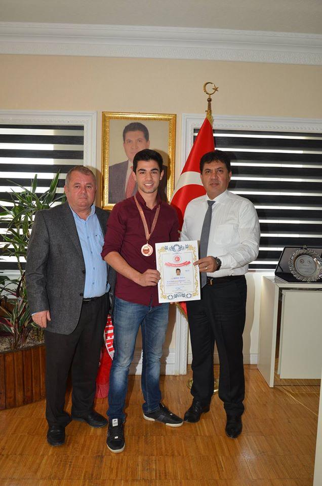 Balkan Üçüncüsü Başkan Gül'ü makamında ziyaret