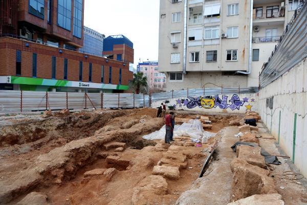 İnşaat kazısından antik mezarlar çıktı