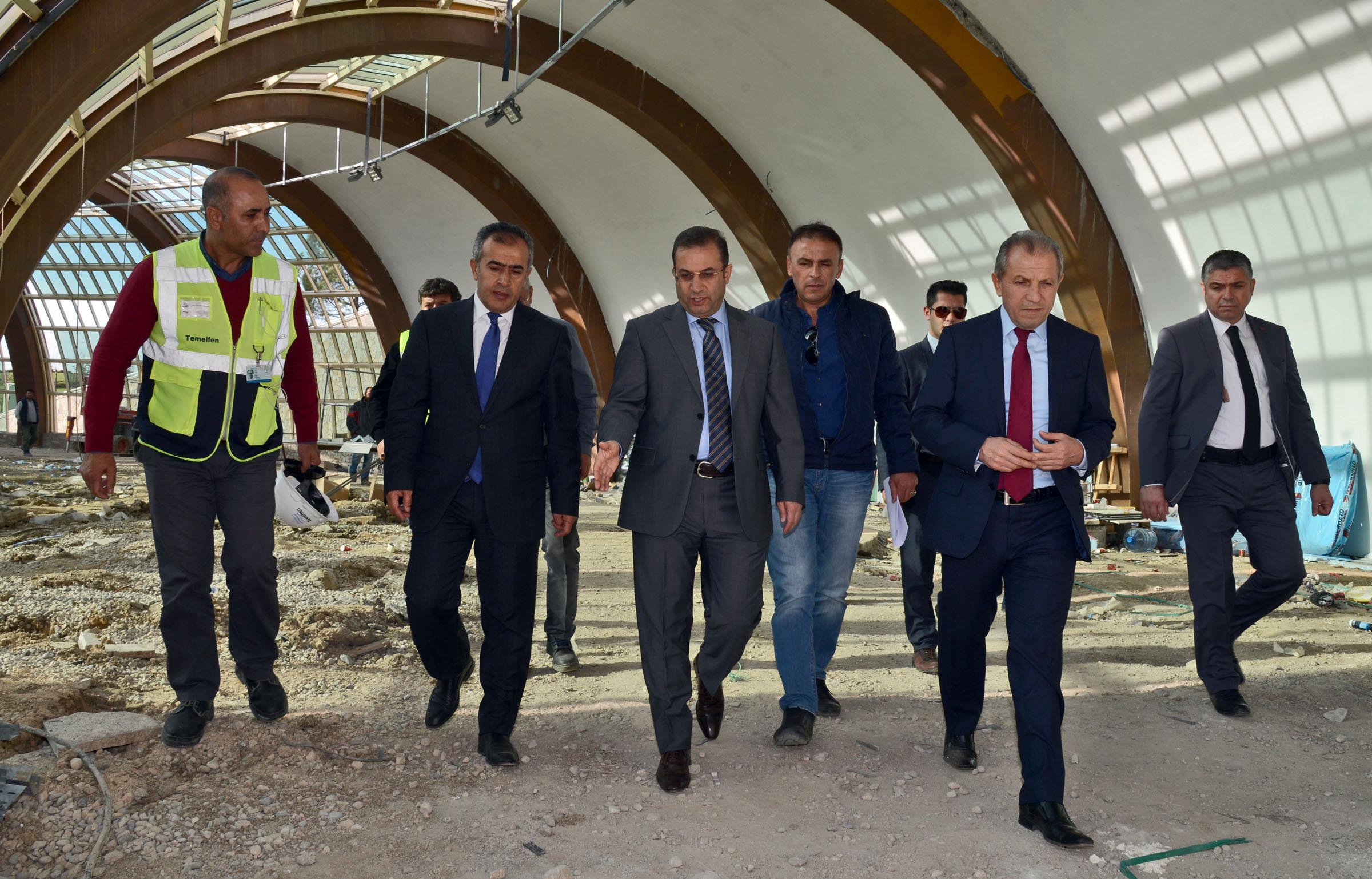 Antalya Valisi Türker EXPO 2016 Alanı'nda incelemelerde bulundu