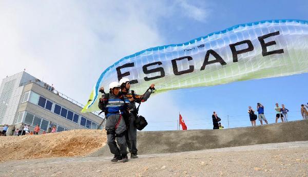 Tahtalı'da paraşüt sezonu açıldı