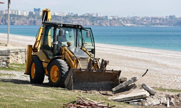 Konyaaltı sahilinde yaz hazırlıkları başladı