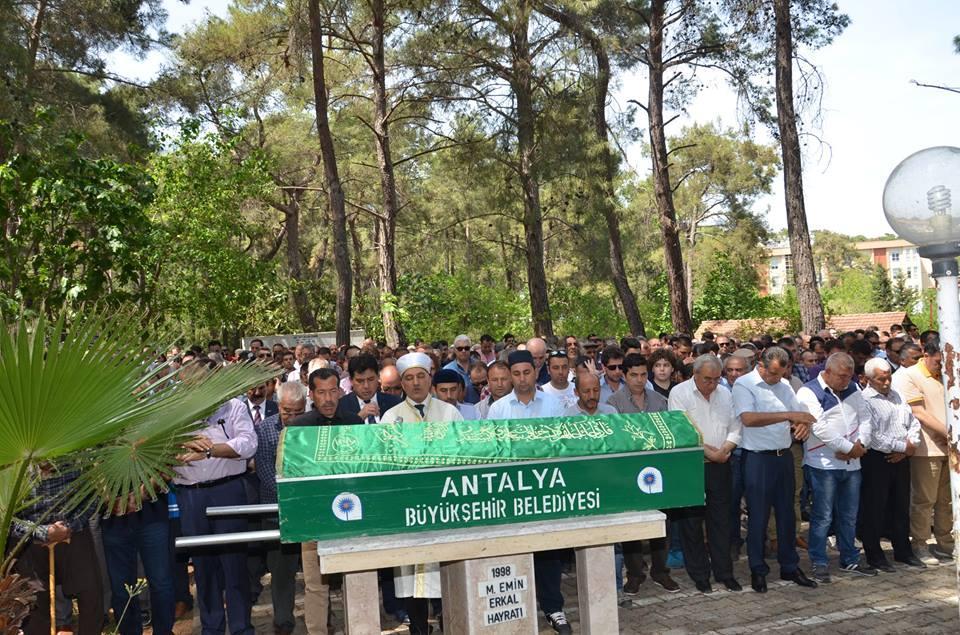 Turan Özkan'ı Son Yolculuğuna Binler Uğurladı