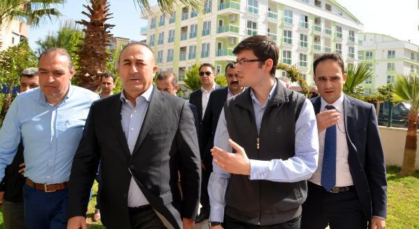 Bakan Çavuşoğlu'dan Antalya'da taziye ziyaretleri