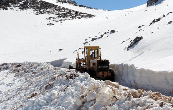 Yaylada kar temizliği