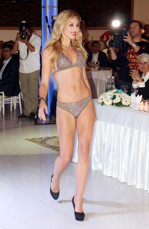 Finli güzeller Alanya'da jüri karşısına çıktı
