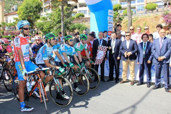 Cumhurbaşkanlığı Bisiklet Turu'nun Alanya- Kemer etabı başladı
