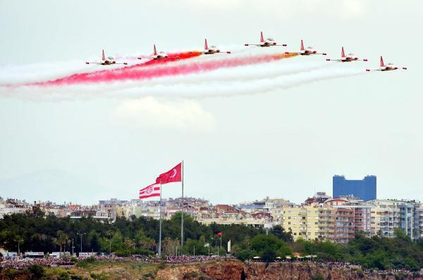 Türk Yıldızları'nı onbinler izledi
