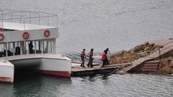 Manavgat'ta turistleri taşıyan cip baraj gölüne uçtu: 3 ölü, 9 yaralı