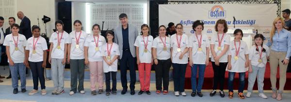Özel sporcular madalyalarını Başkan Türel'den aldı