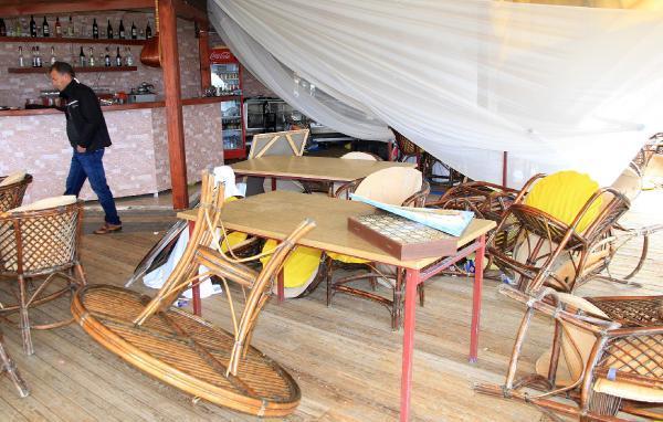 Alanya'da hortum tekne batırdı, restorana zarar verdi