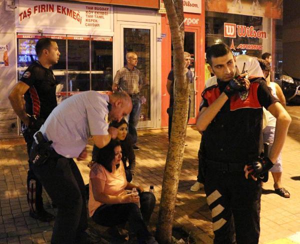 Kapkaça uğrayan kadını vatandaşlar ve polis kurtardı