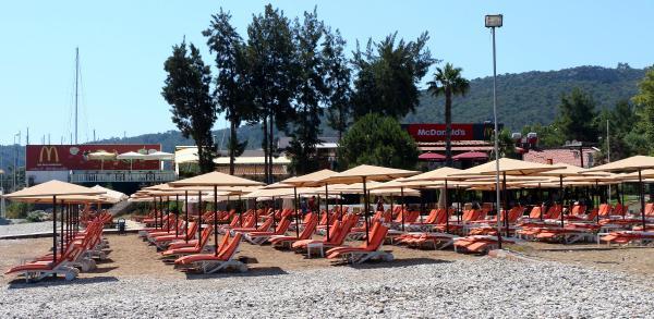 Kemer'de sahiller boş kaldı, turizmcinin umudu bayram tatili