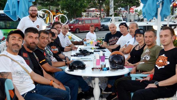 Harleycilerden demokrasi sürüşü
