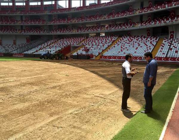 Antalya Arena'nın çimleri yenileniyor