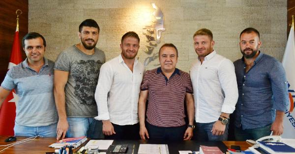 Konyaaltı Belediyesi güreşçileri Kırkpınar'a hazır