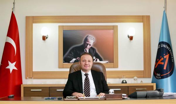 Akdeniz Üniversitesi rektörlüğüne Profesör Ünal atandı