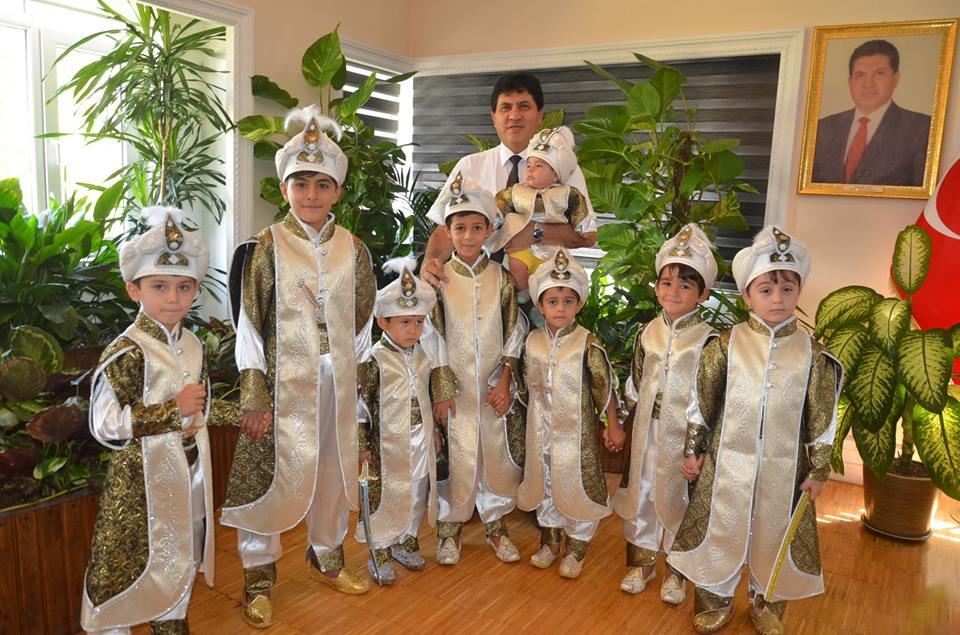 Başkan Gül, Sünnet Çocuklarını Makamında Ağırladı