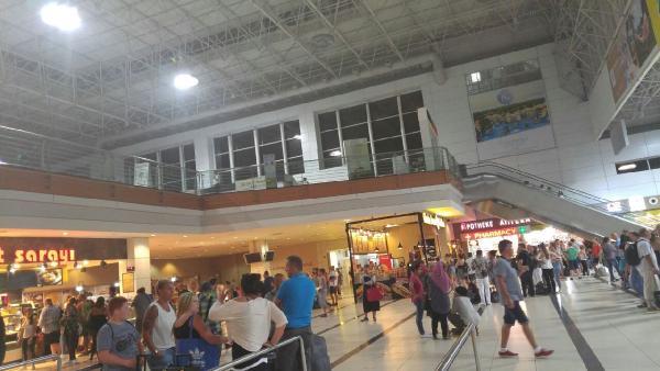 Antalya Havalimanı'nda yangın korkuttu
