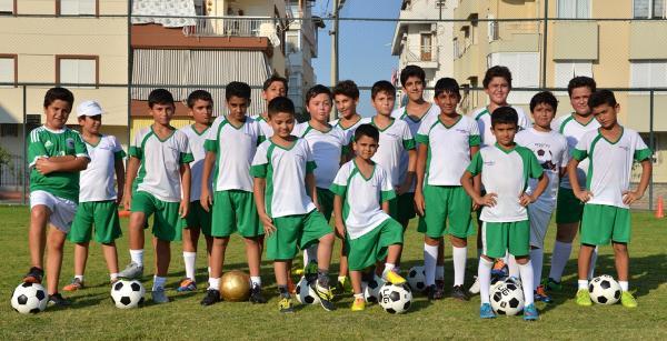 Konyaaltı Yaz Spor Okulu'na büyük ilgi