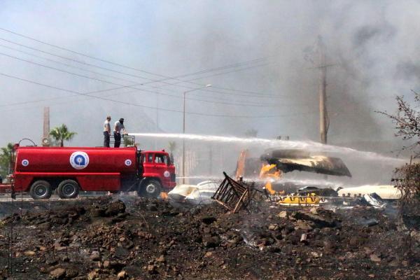 Kemer'de makilik alanda başlayan yangın otele ulaşmadan söndürüldü
