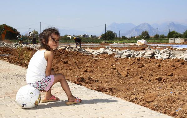 Döşemealtı'nda çocuklar parkları bekliyor