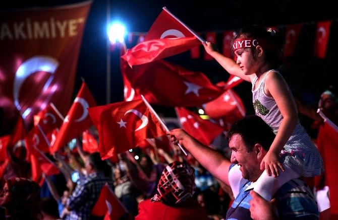 Antalya'ya 30 Ağustos çağrısı: Bayrağını al meydana gel