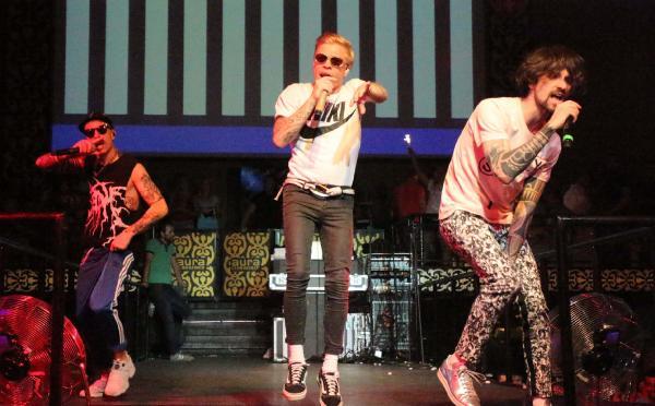 Ukraynalı ünlü grup Kemer'de konser verdi