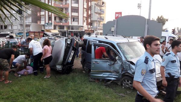 Serik'te kamyonetle hafif ticari araç çarpıştı: 1 ölü, 3 yaralı