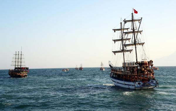 Tekneler darbe girişimine karşı denize açıldı