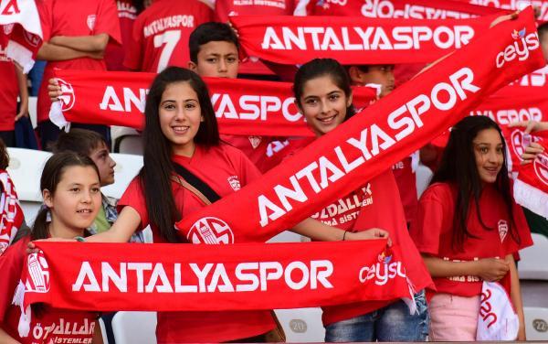 Antalyaspor Başkanı Öztürk taraftardan destek istedi