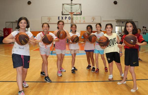 Geleceğin sporcuları yaz spor okullarında