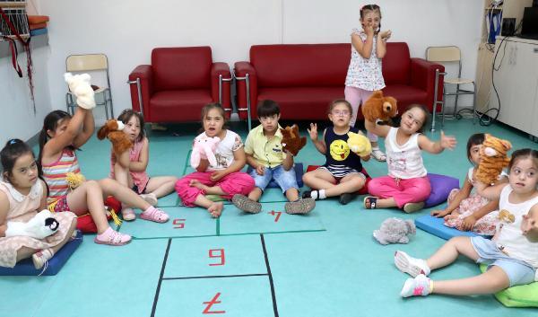 'Engelli Yaz Okulu' hem eğlendiriyor hem öğretiyor