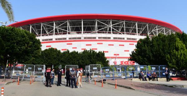 Antalya Stadı'nda Rusya maçı için yoğun tedbir