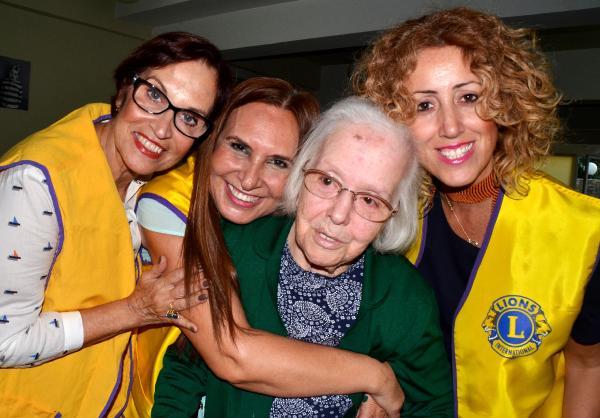 Yaşlılara sevgi çemberi