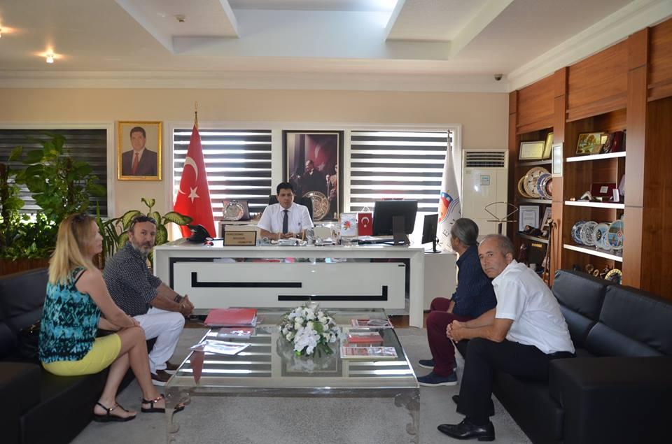 Kuaförler Derneği Başkanı Ceylan Başkan Gül'ü Makamında Ziyaret Etti