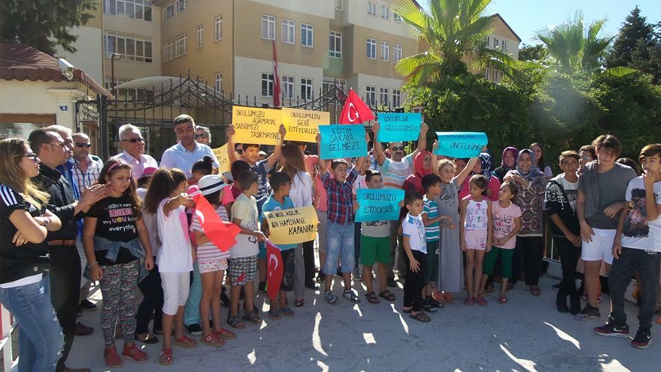 Kemer'de Veliler ve Öğrencilerden Okul Eylemi