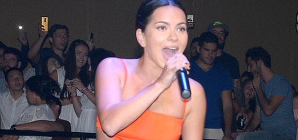 Romen şarkıcı Inna Kemer Aura'yı salladı