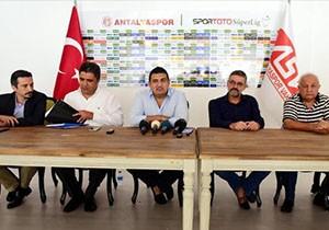 Antalyaspor Başkanı Öztürk'ten 'teknik direktör' sorusuna ilginç yanıt