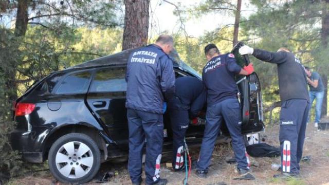 Kontrolden Çıkıp Ağaca Çarptı, Hurda Dönen Araçta Sıkışan Sürücü Öldü