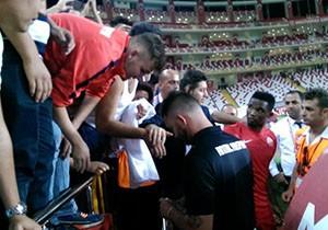 """Antalyasporlu Eto'o: """"10 takıma girmezsek sana 100 bin euro vereceğim"""""""