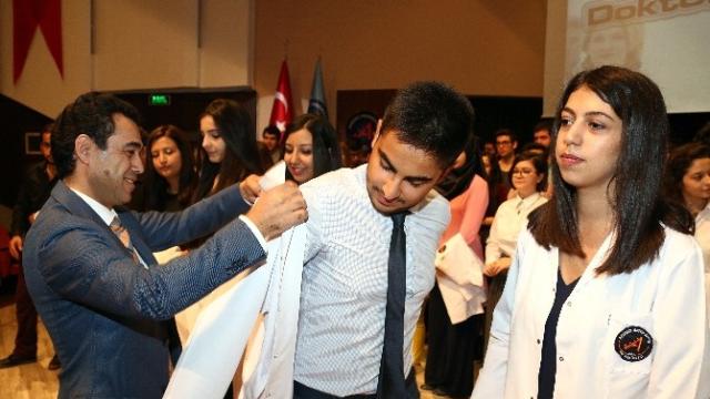 Aü'de 350 Öğrenci Beyaz Önlük Giydi