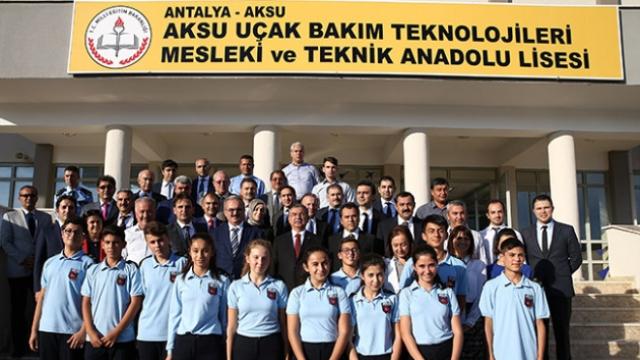 Bakan Yılmaz'dan Türkiye'nin İlk Tematik Meslek Lisesine Ziyaret