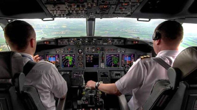 """Pilottan Kuleye: """"Çocuk Çok Ağlıyor, Bizi Direkt Rotadan Uçurun"""""""