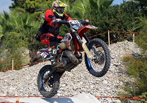 Red Bull Sea to Sky'ın orman etabını, Wade Young kazandı