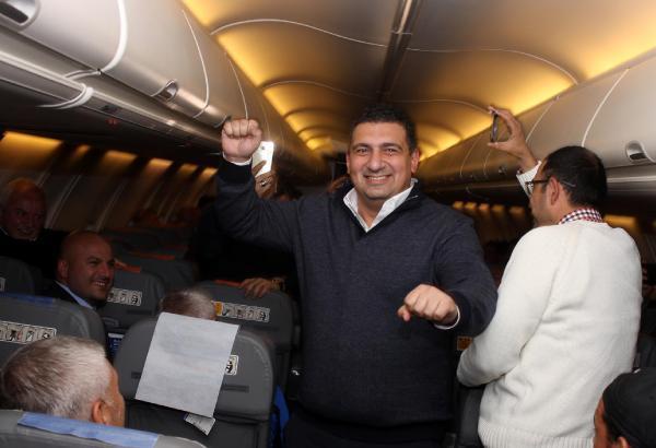 Antalyaspor, 10 bin metrede galibiyet sevincini kutladı