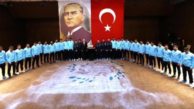 A Milliler, Atatürk'ü Andı