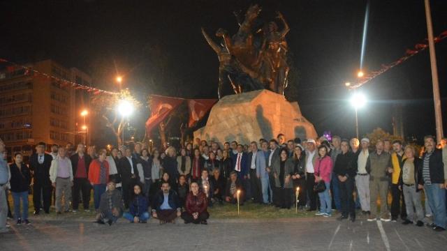 """Antalya'da """"Atatürk'e Saygı ve Sevgi"""" Nöbeti"""