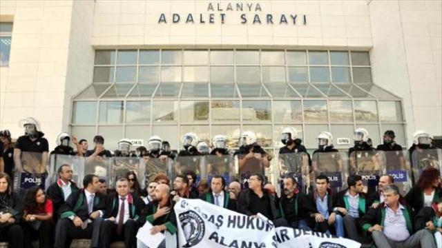 Antalya'da İzinsiz Basın Açıklamasına Müdahale