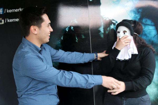 Korku evinde evlilik teklifi