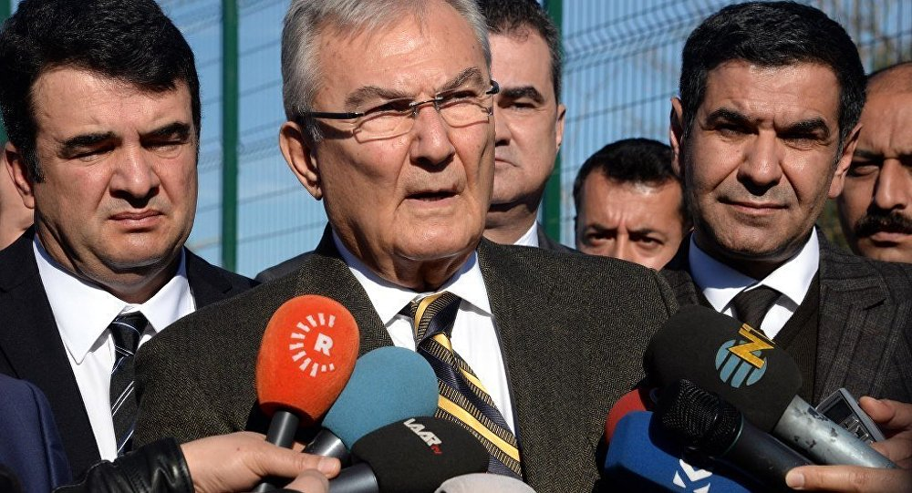 Antalya Milletvekili Deniz Baykal Kemer'e bağlı Göynük Mahallesi'nde bir partilinin ailesine taziye ziyareti yaptı.